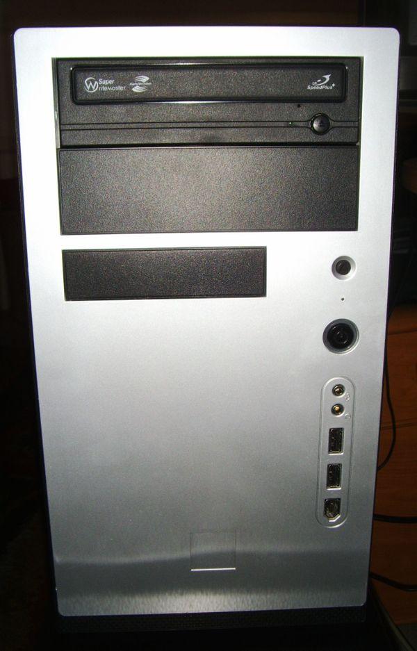 Schöner kleiner PC fürs Büro