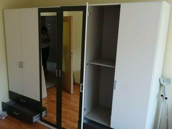 Kleiderschrank mit Spiegel und Schubladen