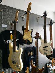 E-Gitarre oder E-Bass oder Bass-Ukulele