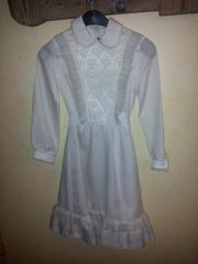 Weißes kurzes Mädchenkleid