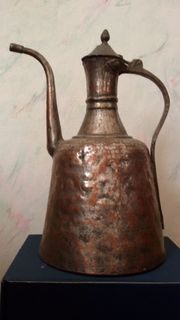 Alte Kupferkanne mit Deckel aus