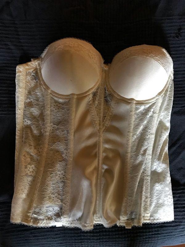Brautcorsage mit eingenähten Cups
