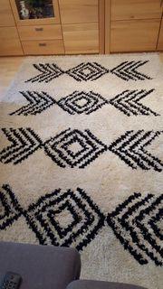 Schöner Neuwertiger Teppich