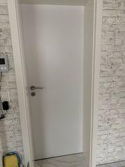 sechs neuwertige Türen mit Griff