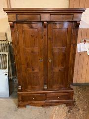 Biedermeier Schrank mit bauchigen Türen