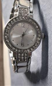 Da - Armbanduhr mit Strasssteinen silber