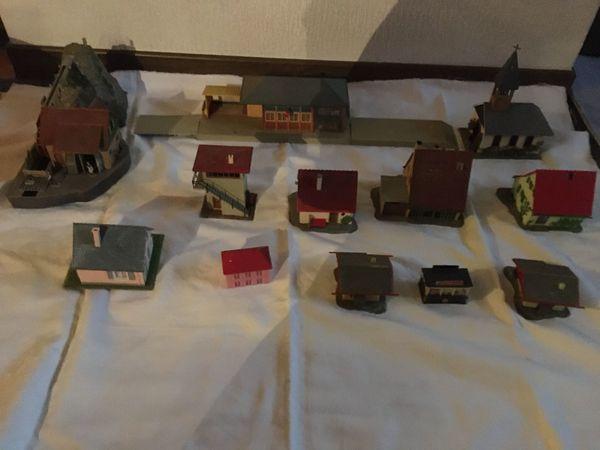 Eisenbahn H0 Kleinteile Häuser Bäume