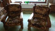 Couchgarnitur mit Couchtisch und Sesseln