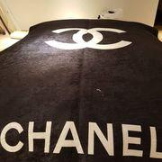 Chanel Teppich und Louis Vuitton