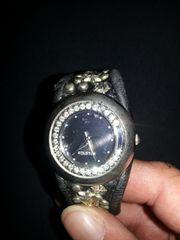 Damen-Armbanduhr mit Druckknopf-Ledernietenband