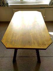 Holztisch von Montafoner Meistertischler