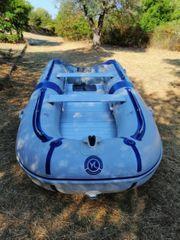 Schlauchboot mit 15 PS Außenbordmotor