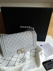 Atemberaubende Chanel Medium Tasche Silber
