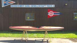 Kajak, Wildwasser-Tourenboot mit Paddel