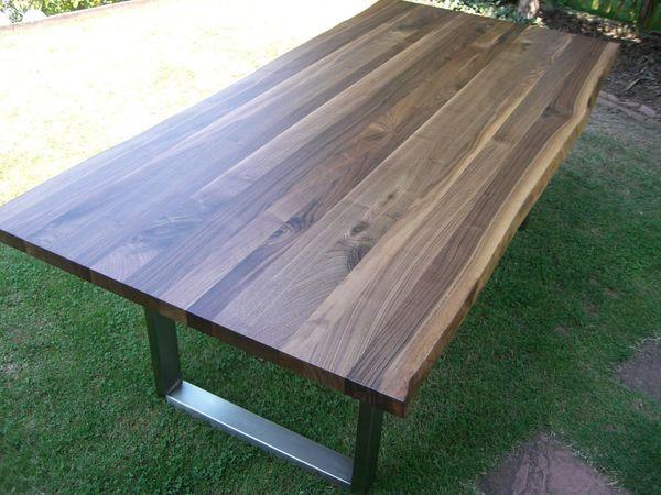 Nußbaum Esstisch Baumkante Edelstahl Platte
