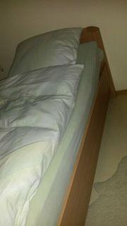 Neuwertiges Bett mit Lattenrost von