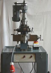 1 kleine Universalfräsmaschine Aciera F1