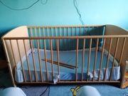 Ein Kinderbett inkl Matratze 140x70