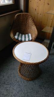 Rattan Korbsessel und Tisch