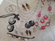 Große Sammlung an Modeschmuck Ketten