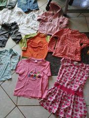 Schönes 18 teiliges Kleidungspaket für