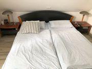 Doppelbett mit 2 Nachttischen und