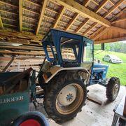 Traktor Allrad mit Kiste