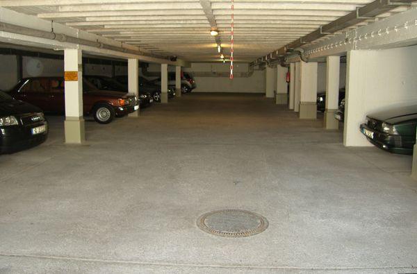 Tiefgaragenstellplatz Garage kein Duplex 80939