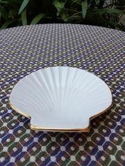 Neuwertige hübsche Porzellan-Seifenschale
