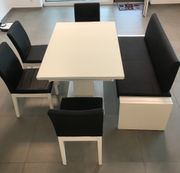 Esszimmertisch mit Stühlen und Bank