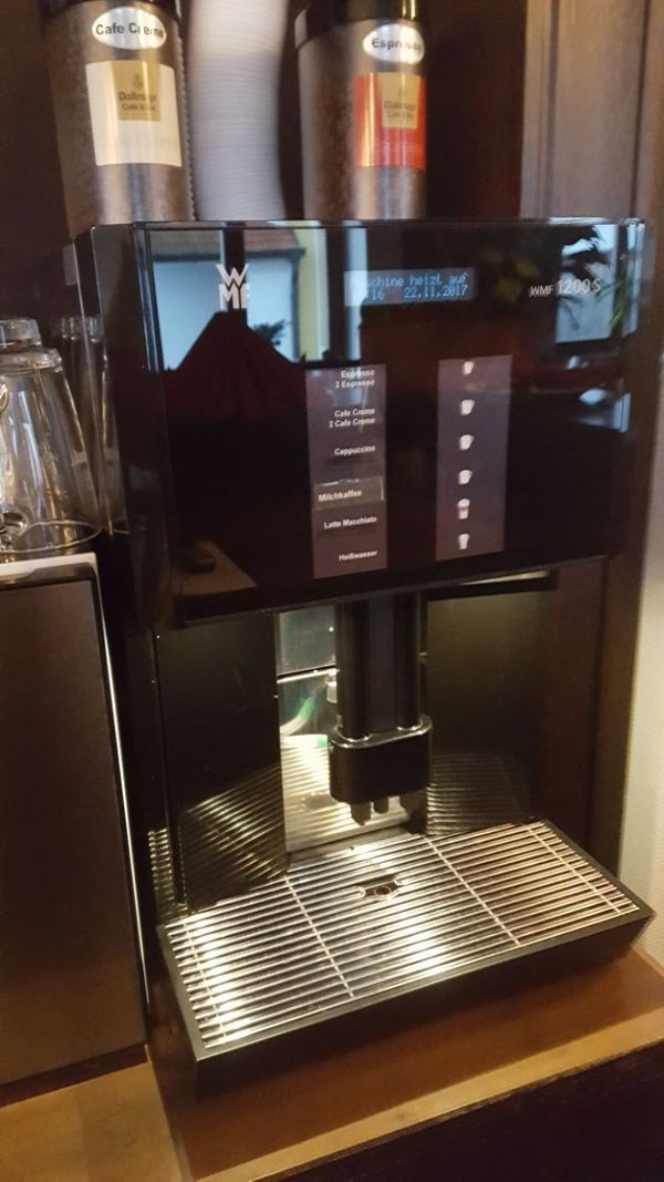 WMF 1200S Kaffeevollautomat mit Milchsystem