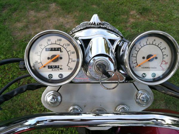 Eine schöne Daelim VL125F Motorrad