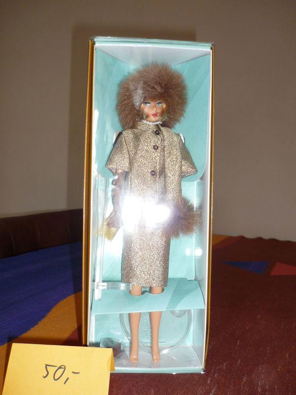 Barbie 2001 Golden Glamour