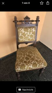 antiker gepolsterter Stuhl in einen