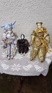 3 ausdruckstarke Pierrots Harlekins aus