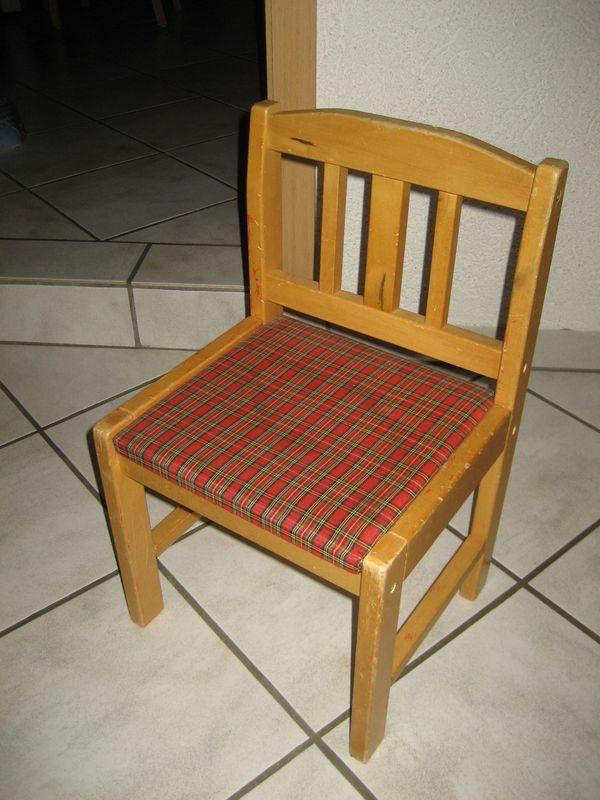 stabiler Kinderstuhl aus Holz