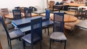 Tisch mit 6 Stühlen 120x120-220