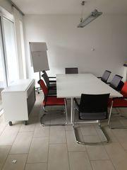 Konferenztisch mit 8 Stühlen von