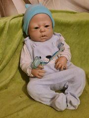süße reborn Puppe