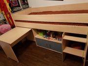 Hochbett mit Schreibtisch und Stuhl