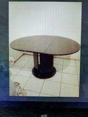 Ovaler Tisch ohne