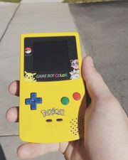 Gameboy Color in spezial Pikachu