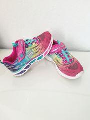 Leuchtende Schuhe von Skechers