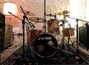 Popakademie-Absolvent erteilt Schlagzeug-Unterricht in Mannheim