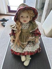 Porzellan Puppe mit Kissen Höhe