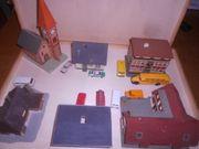 Modellhäuschen und Modellautos M 1