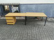 Niedriger Schreibtisch mit Beistelltisch