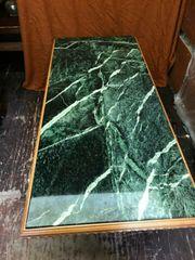 Esstisch mit grüne Mamorplatte