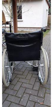gut erhaltener Rollstuhl