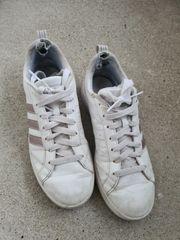 getragene Damen Schuhe Sneaker Adidas
